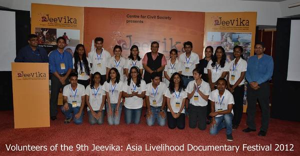 Jeevika volunteers with Subhash Ghai